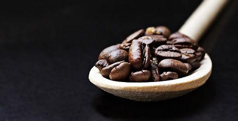 豆を水出しして作る無糖コーヒー